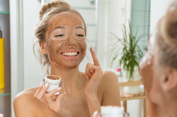Maschera idratante viso ogni quanto: 3 cose da sapere sulle tempistiche