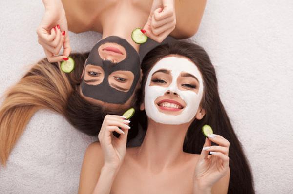 Maschera idratante viso fai da te: 3 ricette + 1 da provare