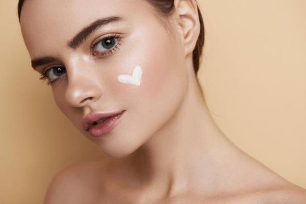 Crema per pelle secca: 2 soluzioni per corpo e viso